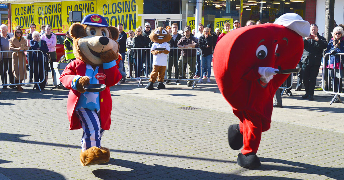 Pleasurewood Hills Woody Bear In The 2019 Mascot Heats Lowestoft Vision Pancake Day Race 2019